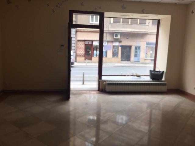 DVA POSLOVNA PROSTORA NA ILICI, 21 m2 i 42 m2